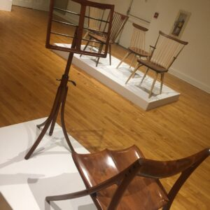 beautiful-wood-chair-snd-music-stand_t20_oEpbkk
